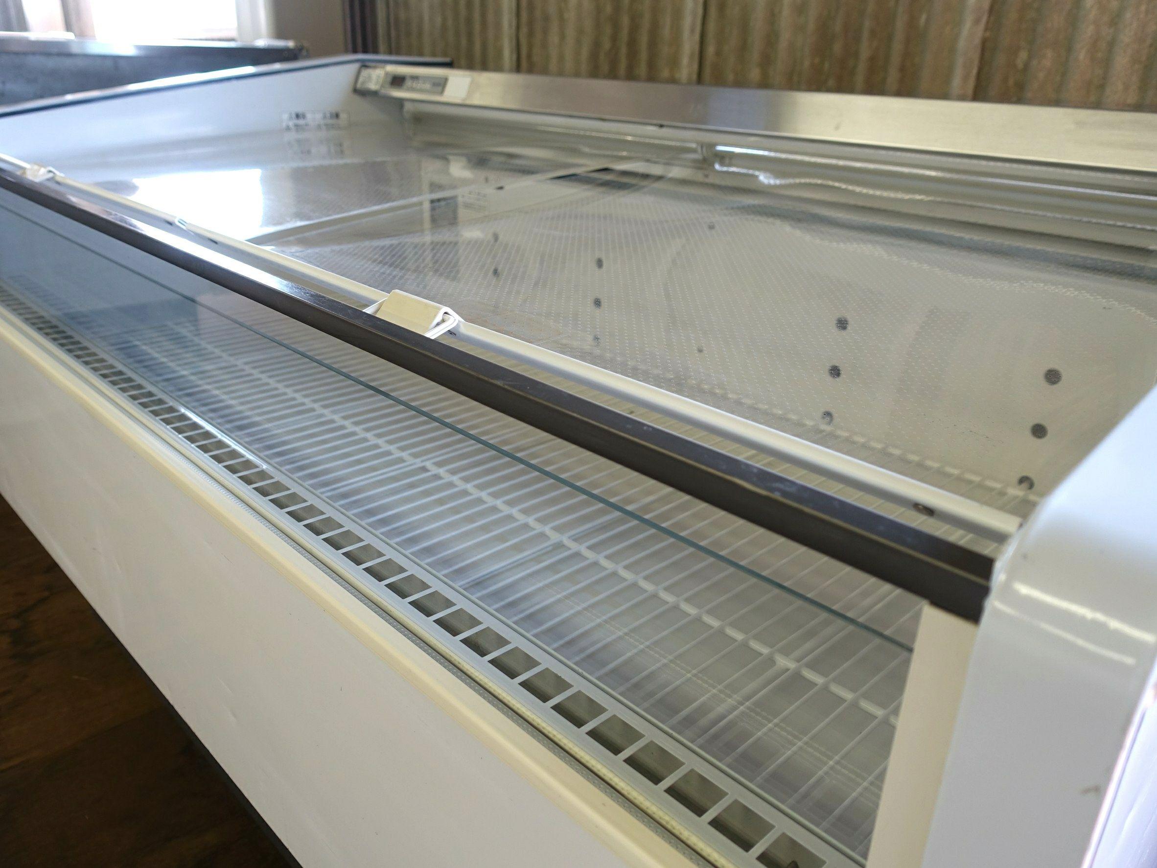 イベント出店用冷蔵ケース、ナイトカバー付き冷蔵ケースのご紹介